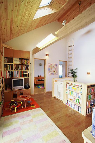 天井窓のある子供部屋