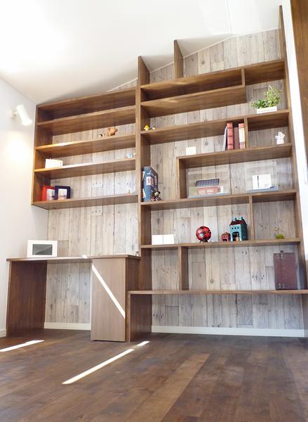 中二階の造作本棚