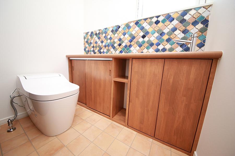 こだわりの造作手洗い付きトイレ