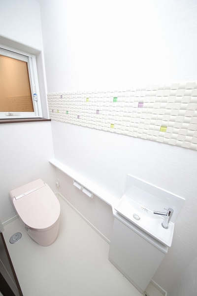 インテリア壁材がトイレに彩りを添えます