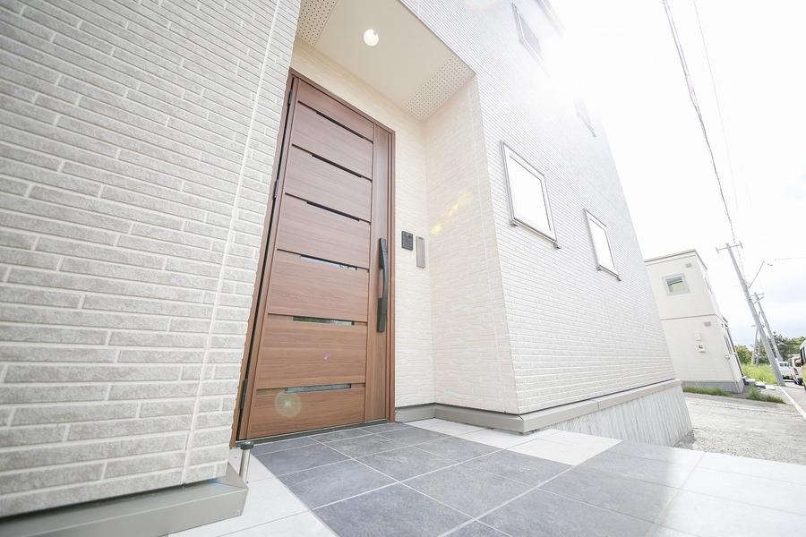標準仕様のタッチレス断熱玄関ドア