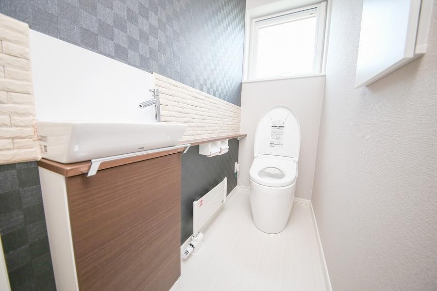 消臭・調湿タイルをつかった機能性とデザイン性あるトイレ空間