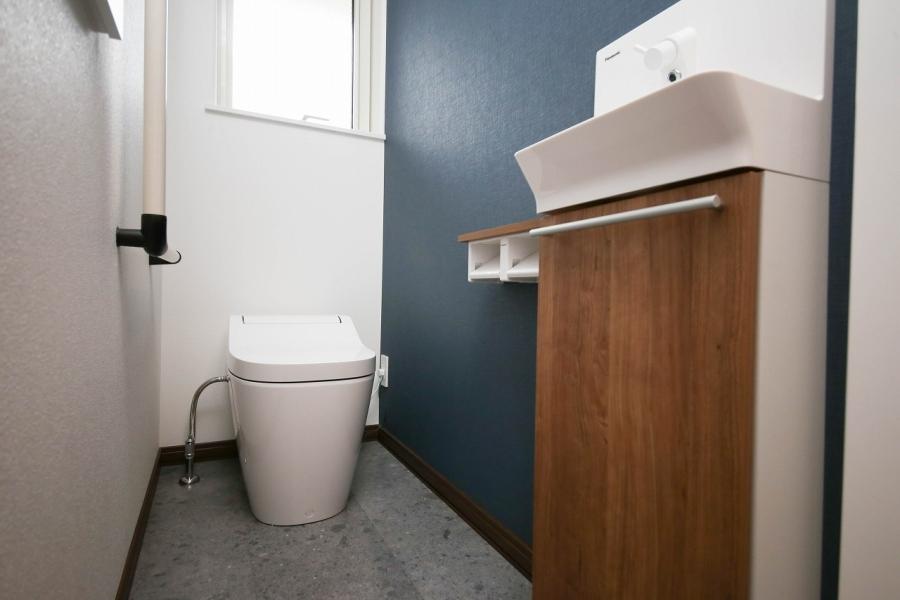 アクセントクロスが映えるトイレ空間