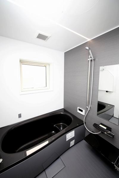 バスルームも同様にモノトーンで統一