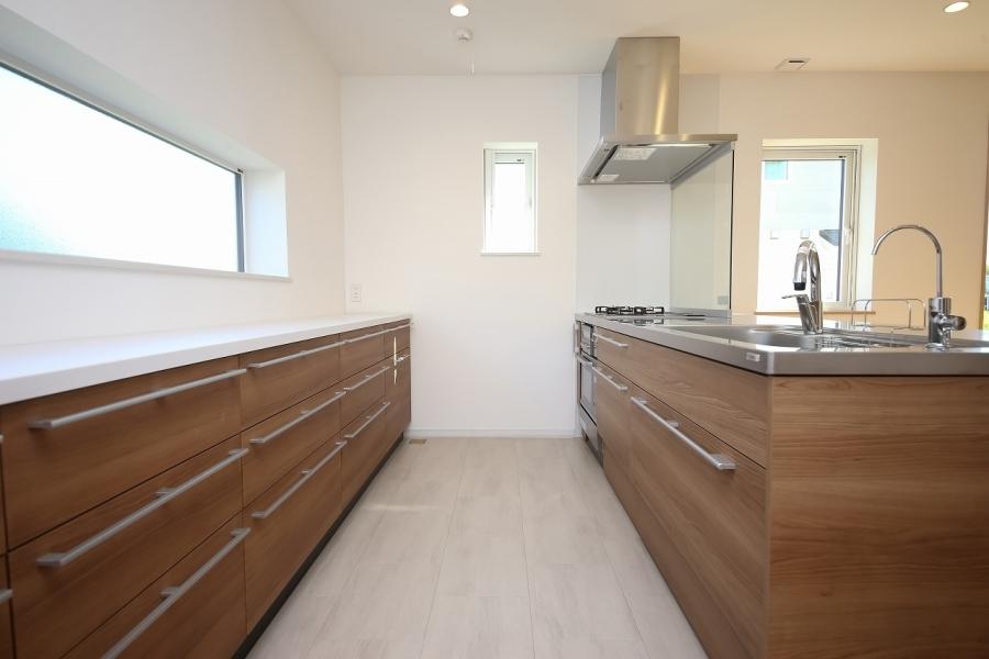 シンプルに整えられたキッチンスペース