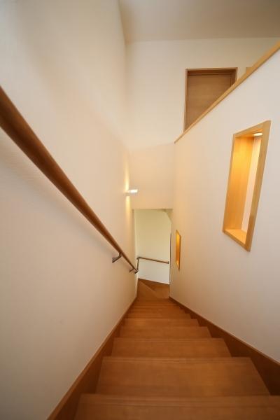 ニッチ棚がポイントの階段