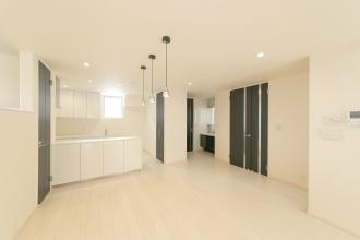 白を基調としたシンプルモダンな家