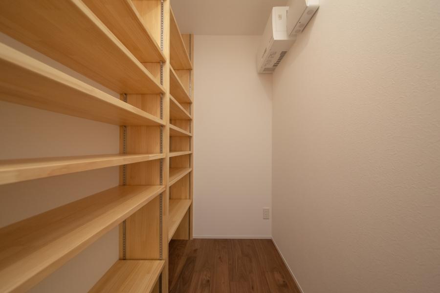 大容量の階段下収納