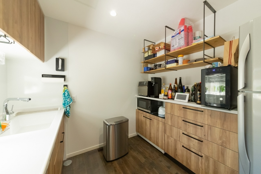食器棚とキッチンシェルフの組み合わせ