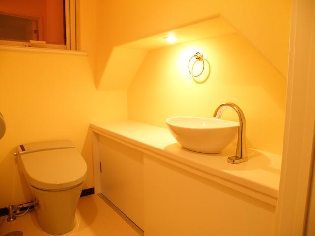 洗面ボウルがおしゃれなトイレ