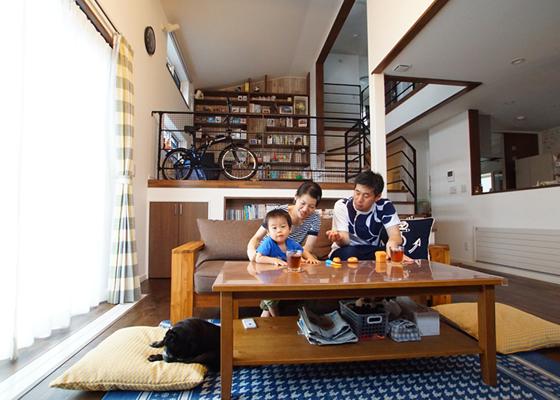 憧れの空間、中二階書斎のある家